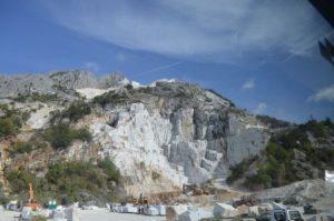 11__Marmorbrueche_bei_Carrara