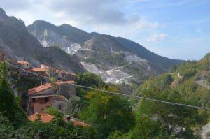 12__Collonata,ein_Dorf_mitten_im_Marmor